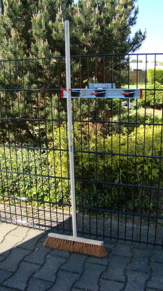 Geräteleiste zur Aufnahme z.B. von Gartengeräten