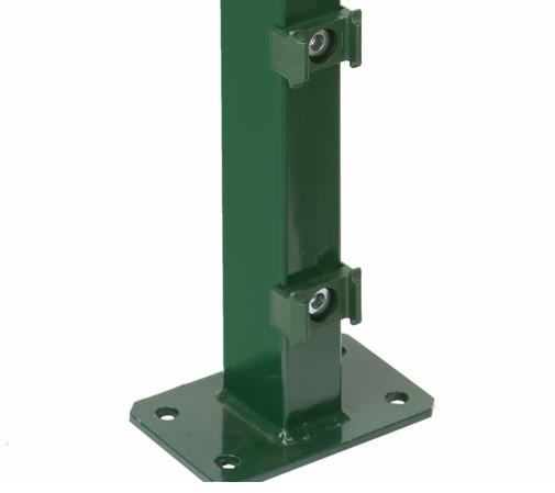 Pfosten Typ A für Zaunhöhe 1,60 m RAL6005 mit Fußplatte